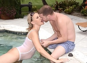 Free MILF Swimsuit Porn Pictures